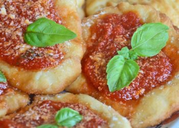 Pizzette montanare: ricetta tipica napoletana