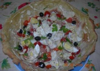 Dalle creazioni di Mamma Roby :Insalatona in crosta di panpizza con salsina allo yogurt