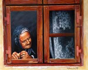 vecchietta davanti alla finestra
