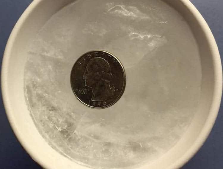monetina-nel-freezer-trucco