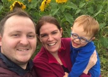 Laura, mamma 32enne, si sveglia col mal di testa e muore di infarto
