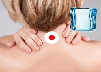 Cubetto di ghiaccio sul collo ringiovanisce la pelle: il motivo