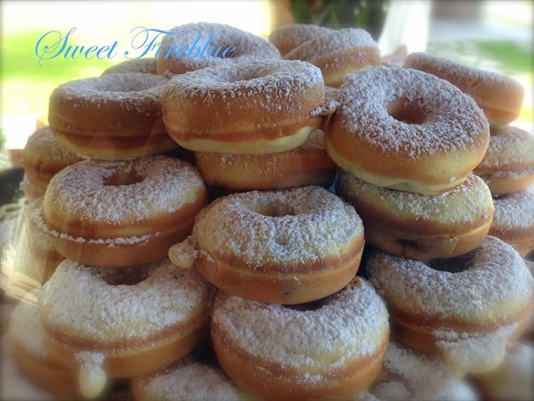Mini donuts con uvetta: ciambelline golose al gusto di mandorla!