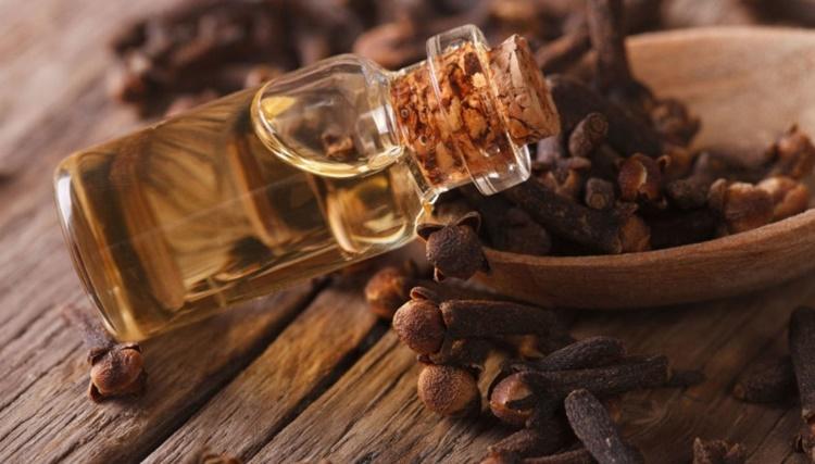 Olio di chiodi di garofano per combattere il mal di denti