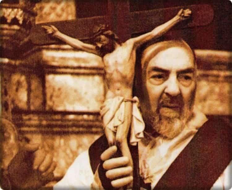 Caro Padre Pio, proteggici e difendici, a te ricorro confidando di essere ascoltato