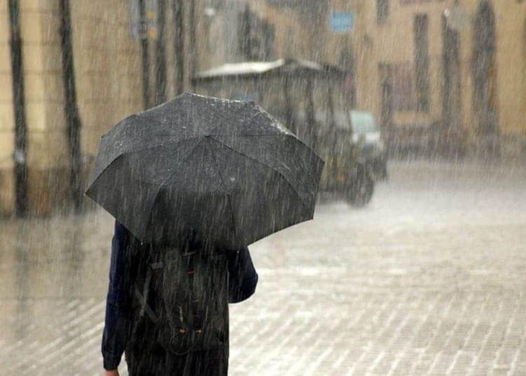 camminare-sotto-la-pioggia