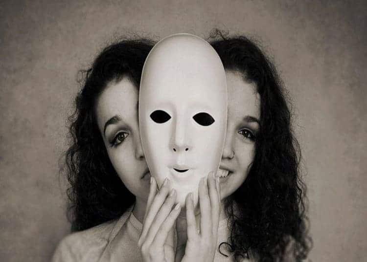 via-la-maschera