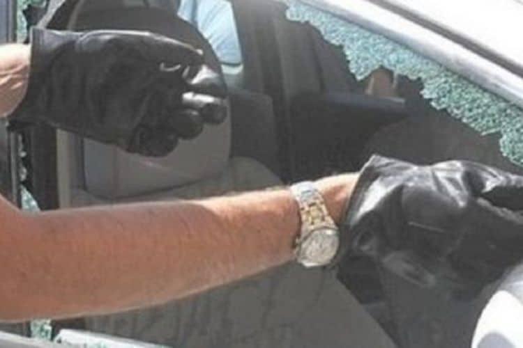 bimbo chiuso in auto