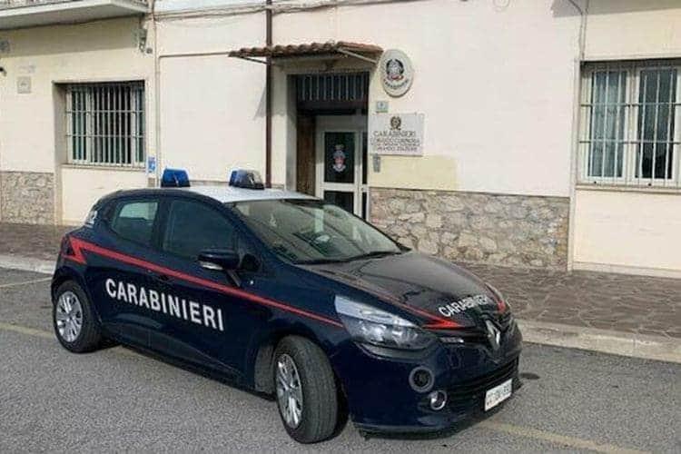 carabinieri regalano telefono