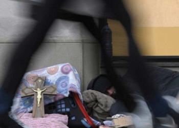 Poliziotto vede le sue scarpe rubate